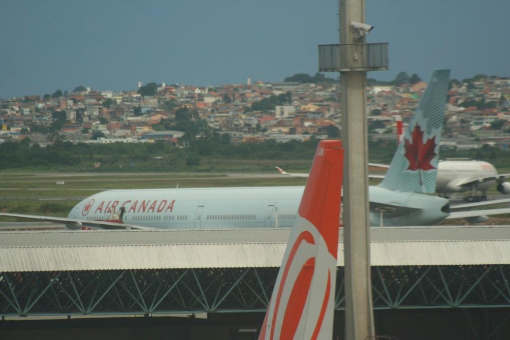 A Air Canada opera o vôo GRU-YYZ usando jatos Boeing 777-300 e 767-300.